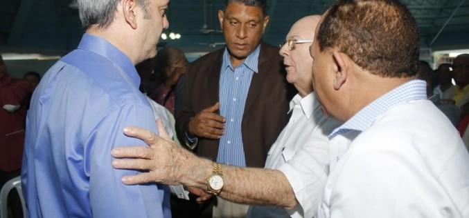 Luis Abinader para el Norte, Hipolito para el Sur y Quique para el Este… A buscar votos…!!