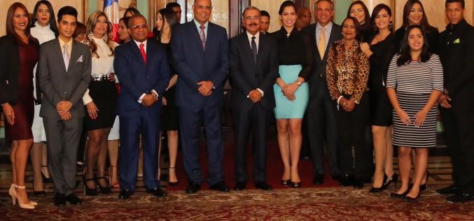 Presidente Medina recibe a Gómez Díaz y a participantes de Espacio-Mexico 2016