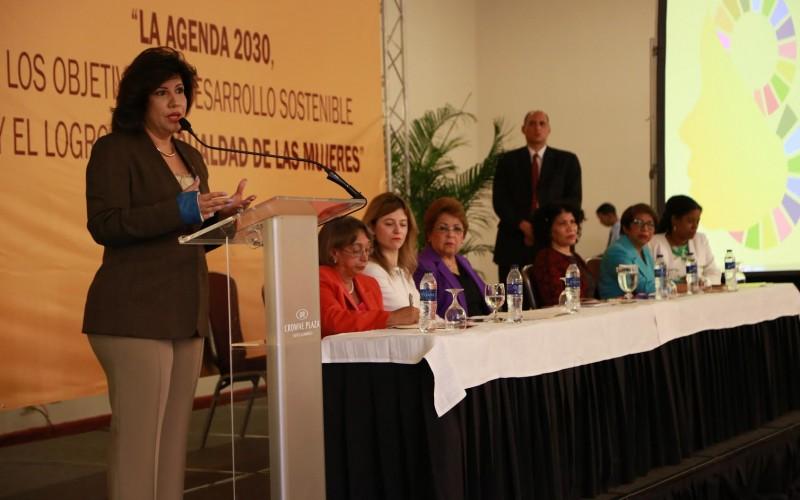 Vicepresidenta quiere igualdad salarial entre hombres y mujeres