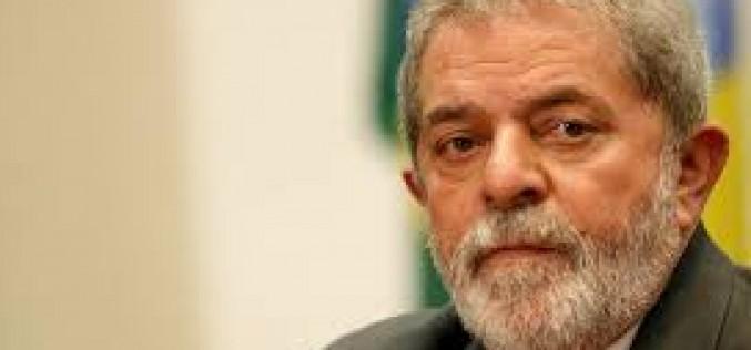 Ex presidente Lula Da Silva arrestado para ser interrogado sobre escandalo Petrobras