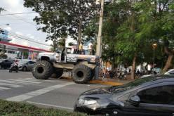 El extravagante vehículo de Karím Abu Naba para promoverse como candidato a alcalde del DN