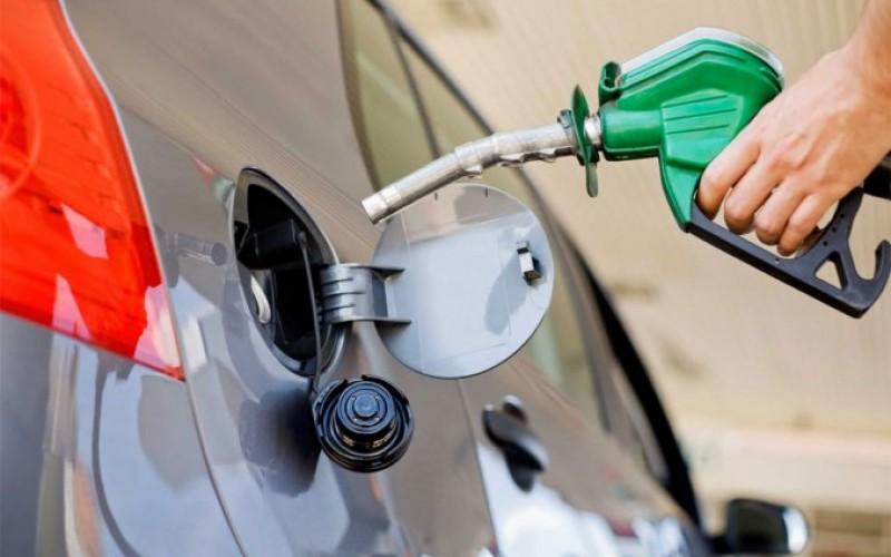 """""""Caradura"""" del Gobierno: tiene candidato reelecionista, aumenta gasolina con petróleo en baja a un mes de elecciones"""