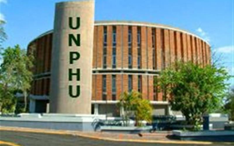 Reconocimiento del presidente Medina a la UNPHU: «Exhibe abundante cosecha de profesionales de calidad»