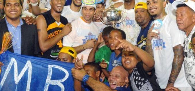 Presidente Medina felicita al club Mauricio Báez por coronarse campeón Balocesto Superior DN 2016