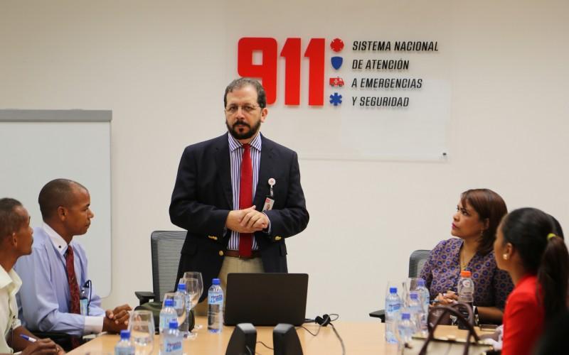 Comunicadores de San Cristóbal en un recorrido por las instalaciones del 9 1 1