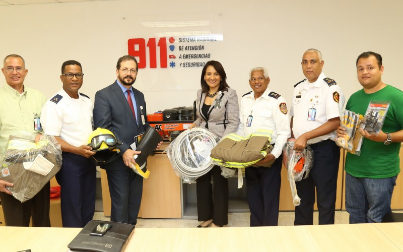 Estados Unidos dona a RD equipos para bomberos