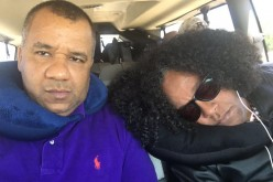 """Sergio Vargas """"roncando""""… Aumenta galería de fotos de Vidal Cedeño con figuras durmiendo mientras viajan"""