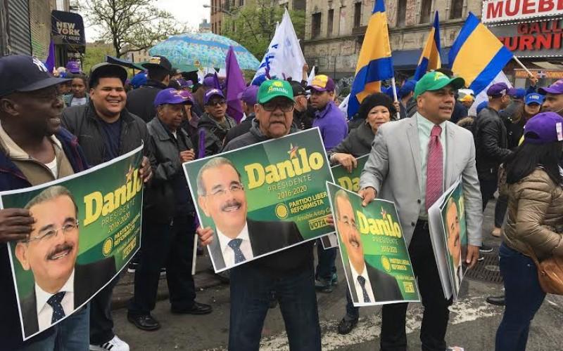 Dominicanos en Nueva York piden 4 años más para Danilo