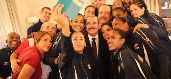 Mensaje del presidente Medina a la Selección de Voleibol Femenino: «Gracias por esta alegría»