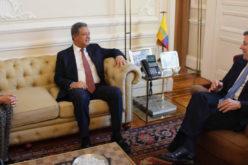 Leonel Fernández en un encuentro con el presidente colombiano Juan Manuel Santos