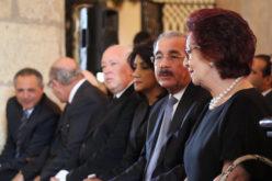 Presidente Medina acudió a la Catedral la mañana de este miércoles a dar el pésame a los familiares de Imbert Barrera