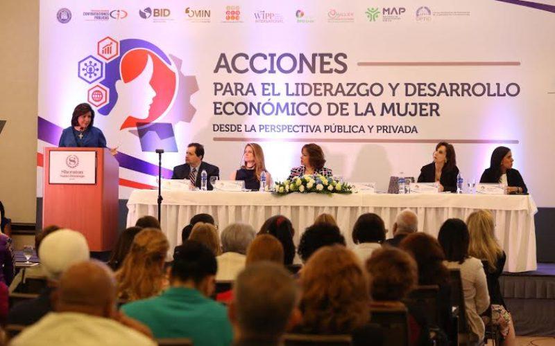 Un seminario sobre liderazgo y desarrollo económico de la mujer