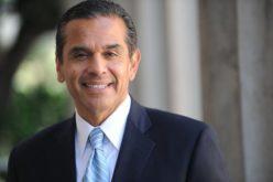Ex alcalde de California con una campaña política que busca «construir puentes, no muros»