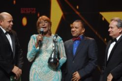 Presidente Medina felicita a Fefita la Grande por su Gran Soberano y a todos los demás ganadores del premio