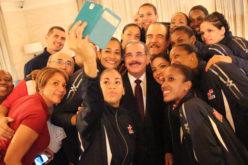 Presidente Medina felicita a Las Reinas del Caribe por alzarse con el oro de la Copa Panamericana 2016
