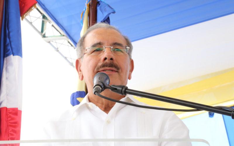 (Video) En Neyba el presidente Medina anuncia construccion hospital; dice que la presa de Monte Grande va