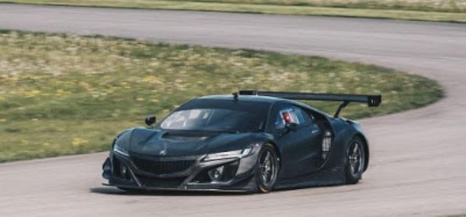 El auto Acura que se prepara para competir