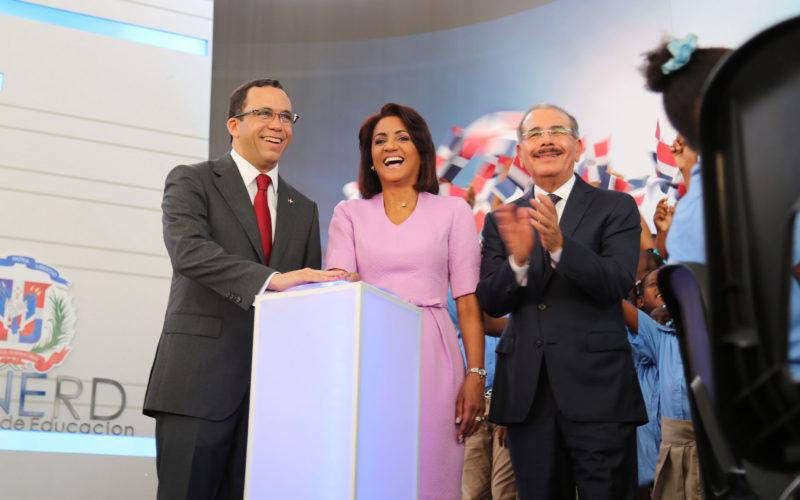 Presidente Medina y Primera Dama encabezan acto de apertura del año escolar 2016-2017