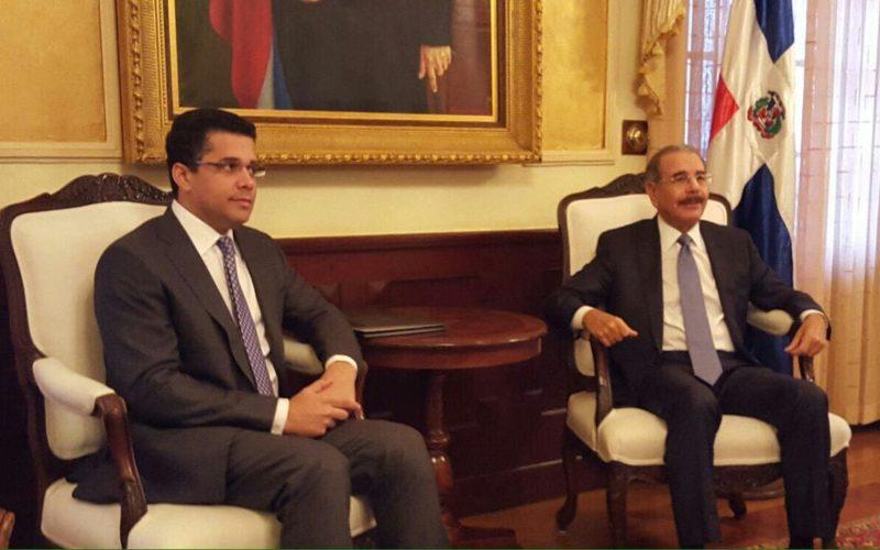 Danilo recibe en su despacho a David Collado, el alcalde del DN