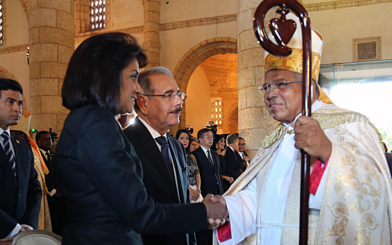 (Video) Presidente Medina y Primera Dama en entronizacion de monseñor Ozoria Acosta como Arzobispo Metropolitano de SD