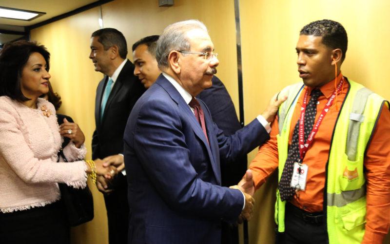 Presidente Medina  regresó la tarde de este jueves a RD luego de participar en 71 asamblea ONU en NY