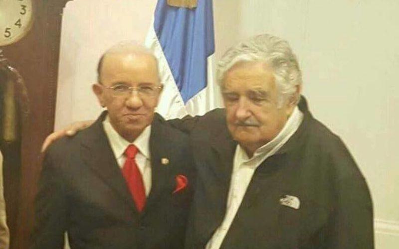 El abrazo de Pepe Mujica y Amable Aristy Castro, todo un contraste…