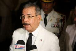 Danilo responde al embajador EEUU: «Cual corrupcion?»; sobre narcotrafico dice EEUU es avenida de 10 carriles como destino