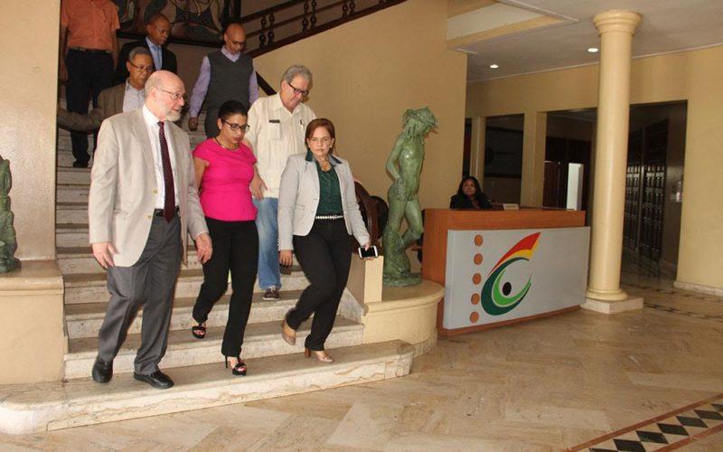 El ministro de Cultura en recorrido por sede del ministerio