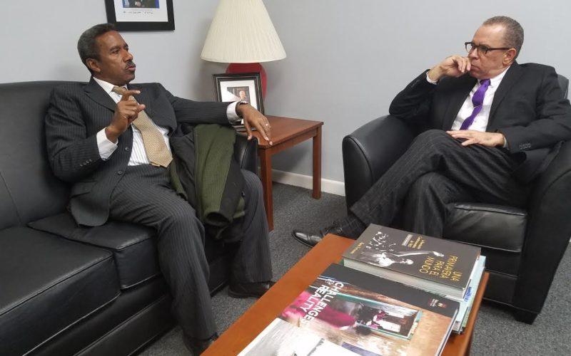 Bodegueros informan en Nueva York sobre conferencia del DR-Cafta al embajador dominicano ante la ONU