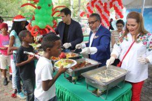 23-12-2016 almuerzo VP con niños en condicion de calle Ruth Acosta
