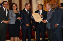Huchi, recibiendo su merecido Premio Nacional de Periodismo