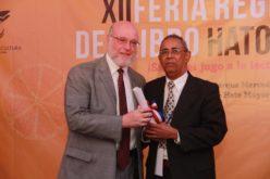 Ministerio de Cultura reconoce a Diógenes Céspedes en Feria del Libro de Hato Mayor