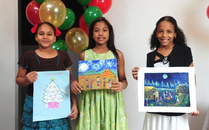 Grupo SIN premia chiquillos por su creatividad para dibujar la Navidad
