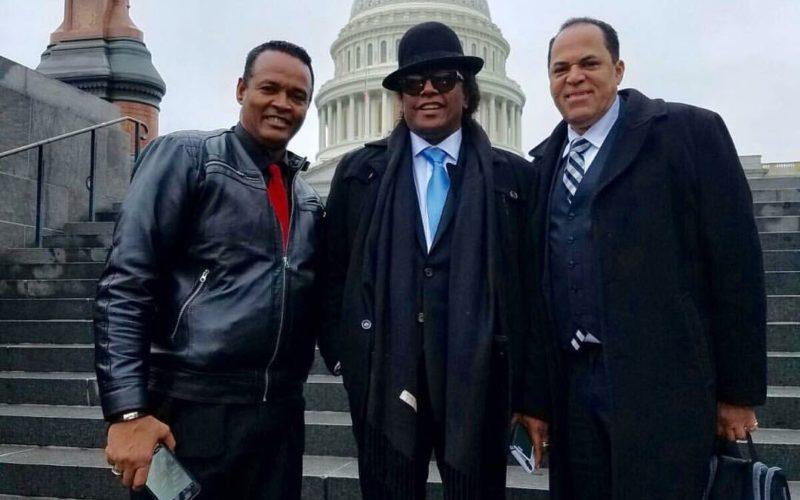(Video) Sergio Vargas cantando Himno Dominicano en Capitolio EEUU en investidura Adriano Espaillat como congresista