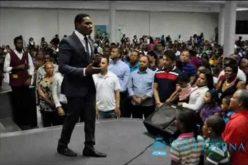 """(Video) Raymond Pozo predicando la palabra del Señor: """"Si Jesucristo está con nosotros, nada nos faltará"""""""