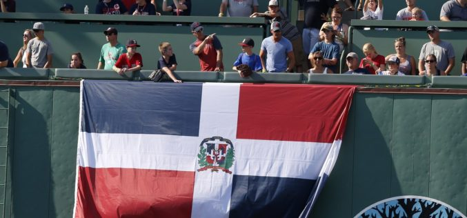 Los Medias Rojas de Boston felicitan a sus fanáticos dominicanos por el Día de la Independencia en RD