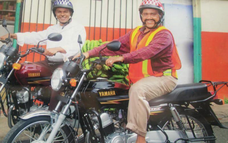 Los «motoconchistas» Miguel Céspedes y Raymond Pozo; los mismísimos Reyes del Humor…