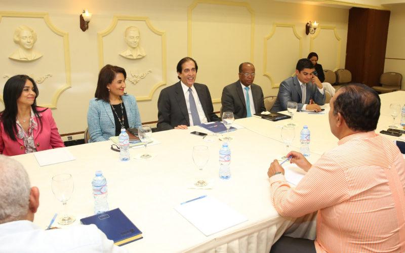 Ministro Presidencia anuncia mesa de diálogo para mejorar transporte público