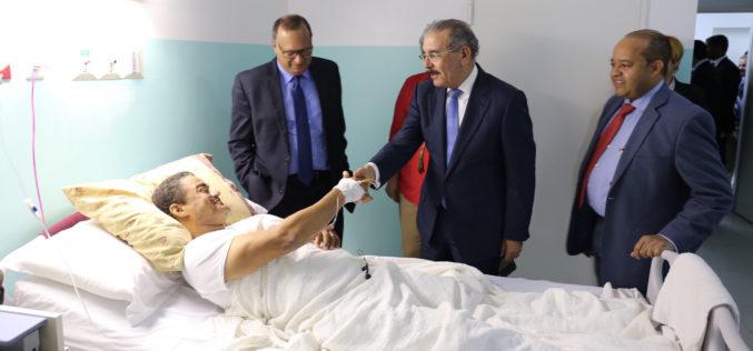 """(Video) Danilo en visita sorpresa a hospital: """"Con o sin seguro, atiendan a los pacientes"""""""