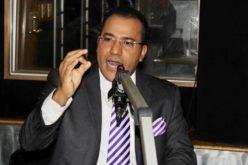 Comunicador Salvador Holguín reacciona ante reafirmación de Yomaira Medina de que mantiene demanda