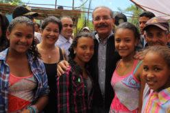 (Videos) Productores fresas Los Dajaos (Jarabacoa) celebran a ritmo de merengue típico financiamiento $40 millones