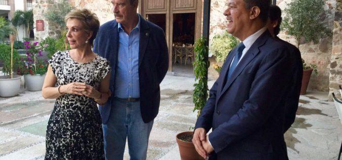 """Danilo en RD """"como la arepa, candela por arriba y por abajo""""; Leonel de lo más quitado de bulla en una hacienda de Guanajato, México"""