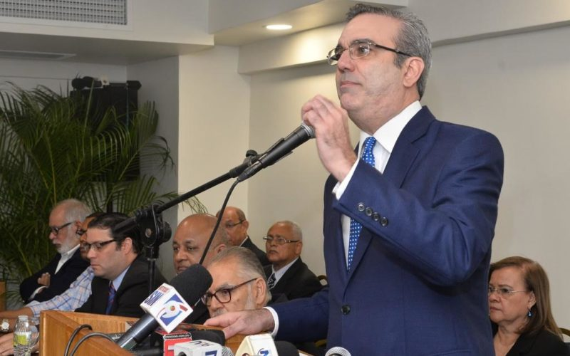 """Luis Abinader ve a Danilo """"evasivo y reticente"""" con impunidad y corrupción"""