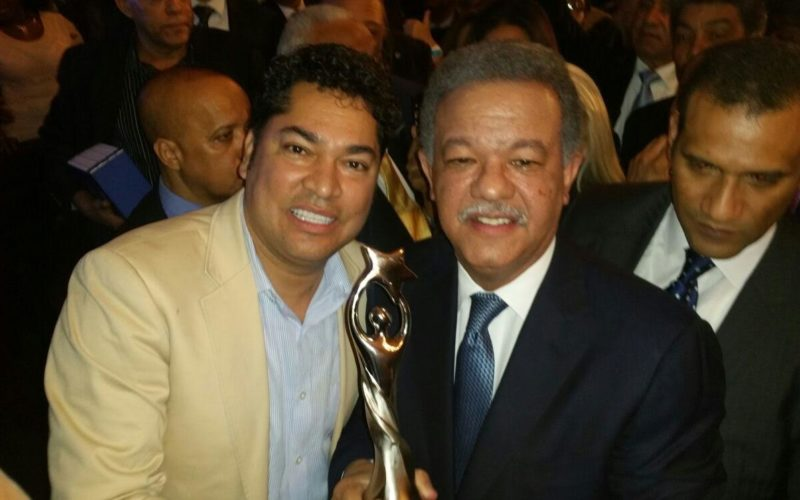 Leonel Fernández también recibe El Soberano de El Pachá