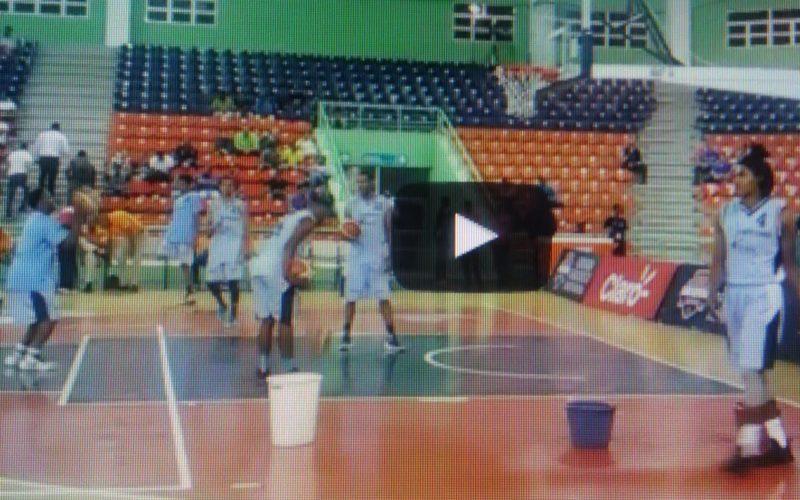 (Videos) Un techado en el Centro Olímpico y se suspende el juego por lluvia en Torneo Baloncesto Superior del Distrito