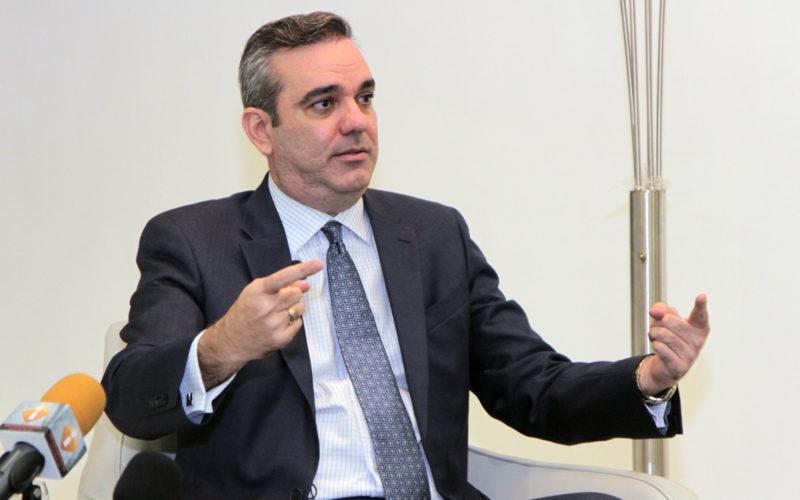 Luis Abinader favorece aumento de sueldo; quiere 30% para empleados públicos