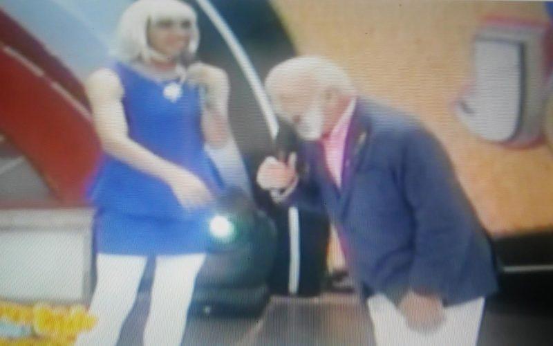 (Video) «La Pasante» manda a callar a Isaura Taveras en Divertido llamándola «Yipeta»; Isaura riposta comparándola con perros que ladran
