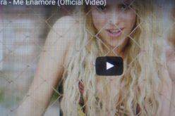 """(Video) Shakira cuenta en canción/video cómo se enamoró de Piqué: """"Lo vi solito y me lancé… E'te e' pa' mi o pa' ma nadie"""""""