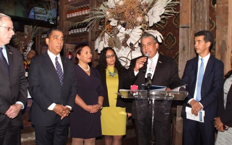 Cónsul exhorta a empresarios en Nueva York a invertir en RD…