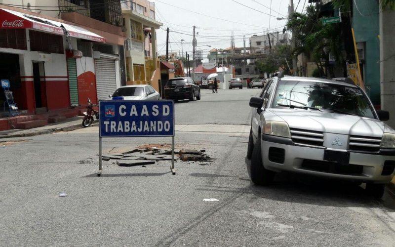 Los técnicos llegaron hace 2 semanas, colocaron el letrero/aviso, abrieron un poco la calle, se fueron y no han vuelto…